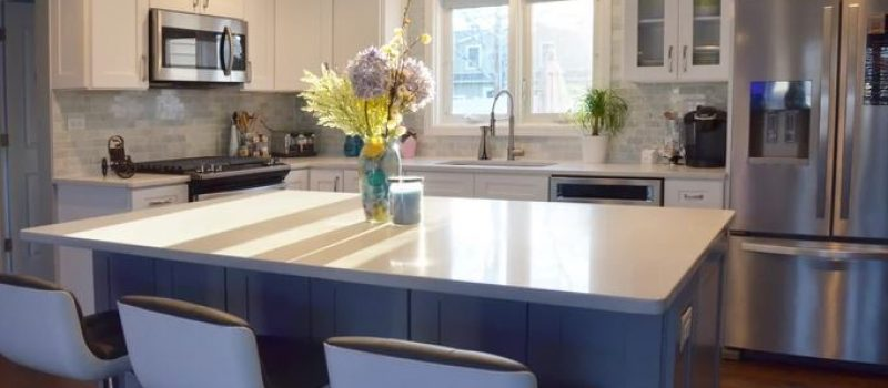 White and gray kitchen by Show Cabinets
